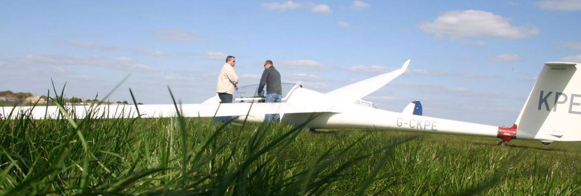 Glider_grass_web